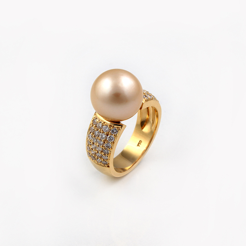 r06b yellow gold ring with pearl and 1 09ct diamonds