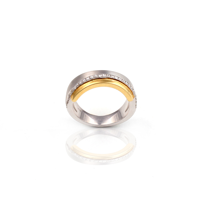 R071 Bicolor Ring with 0 18ct Diamonds