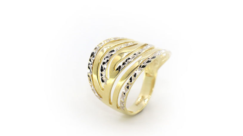 women-gold-rings